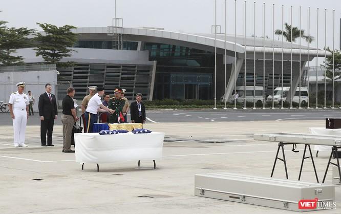 Việt Nam bàn giao thêm 3 bộ hài cốt quân nhân Mỹ ảnh 1