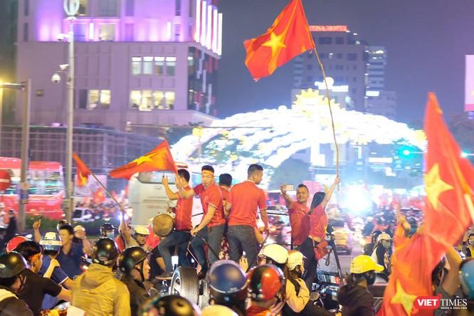 Chủ tịch Đà Nẵng kêu gọi người dân cổ vũ bóng đá trong an toàn, văn minh ảnh 1
