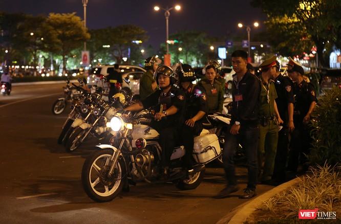 Đà Nẵng: Người dân đổ ra đường đón giao thừa ảnh 17