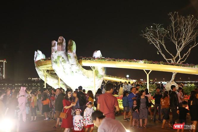 Đà Nẵng: Người dân đổ ra đường đón giao thừa ảnh 5