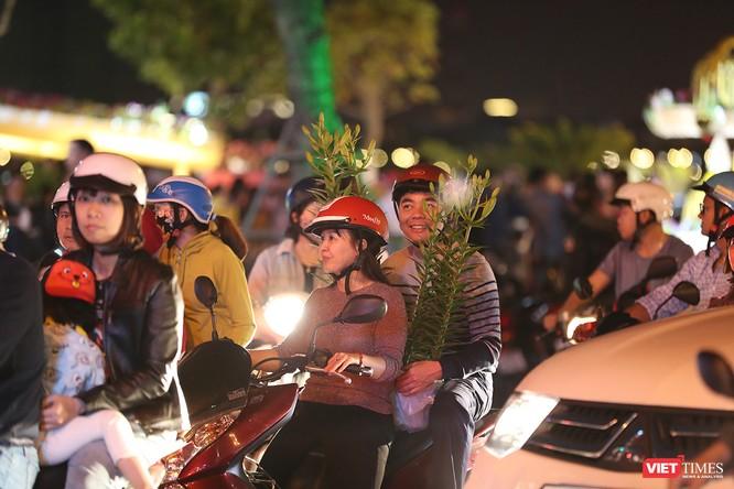Đà Nẵng: Người dân đổ ra đường đón giao thừa ảnh 21