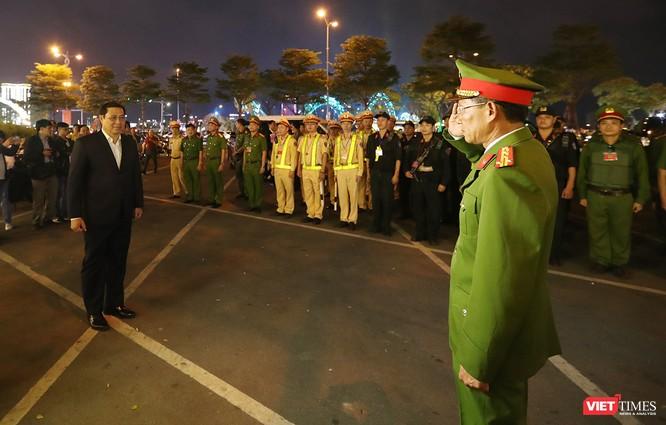 Đà Nẵng: Người dân đổ ra đường đón giao thừa ảnh 19