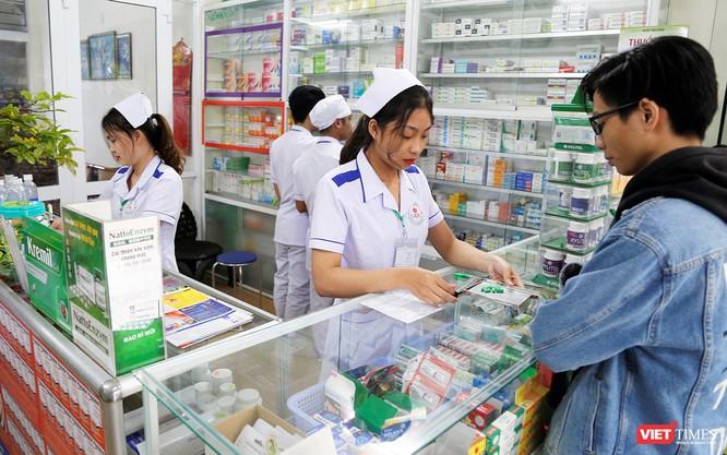 Sinh viên ngành Dược tại Đại học Đông Á sẽ được đào tạo theo chương trình hướng đến thực hành với thời lượng thực hành nghề nghiệp chiếm 65% toàn khóa học.