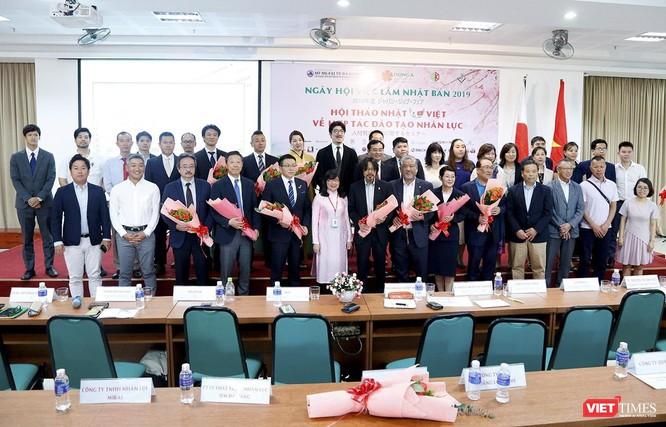 Tính đến thời điểm hiện tại, đã có 72 đối tác đến từ Nhật Bản, Đài Loan, Singapore, Đức, Pháp,... ký hợp tác với ĐH Đông Á để tiếp nhận sinh viên thực tập và làm việc tại các quốc gia này