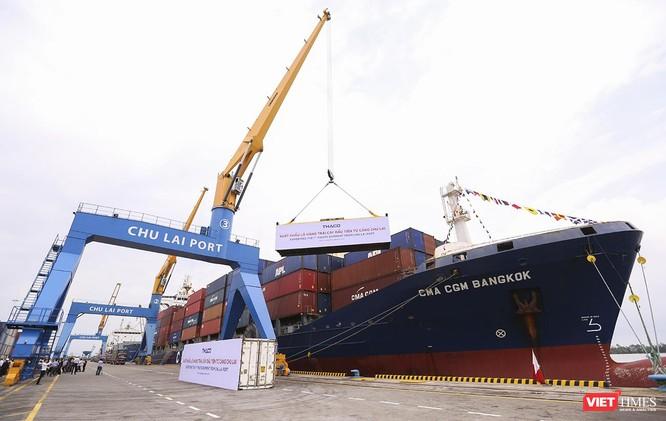 Cũng trong khuôn khổ sự kiện, THACO xuất chuyến hàng hoa quả đầu tiên đi nước ngoài từ cảng Chu Lai