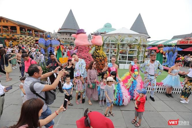Sun World Ba Na Hills luôn diễn ra những hoạt động nghệ thuật đặc sắc thu hút du khách trong nước và quốc tế