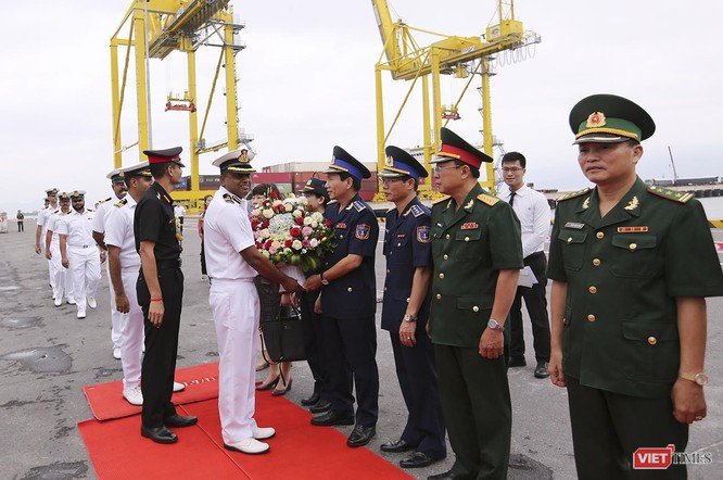 Lễ đón tàu được thực hiện ngay tại cầu cảng
