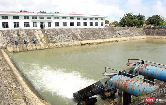 Nước sông Cầu Đỏ bị nhiễm mặn liên tục khiến nguồn nước thô thiếu nghiêm trọng