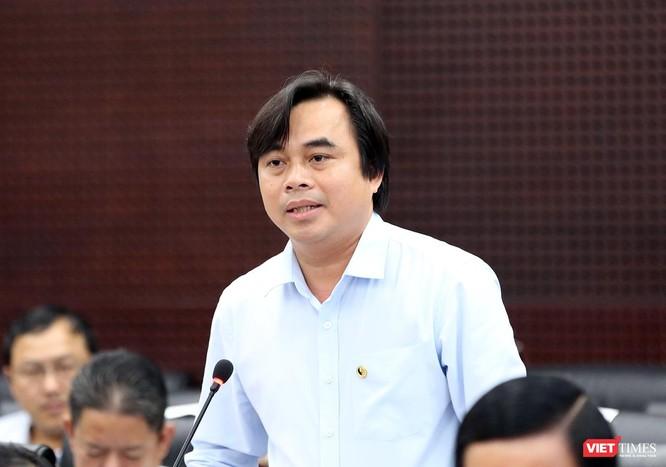 Ông Tô Văn Hùng, Giám đốc Sở TNMT TP Đà Nẵng trả lời ý kiến cử tri tại buổi đối thoại