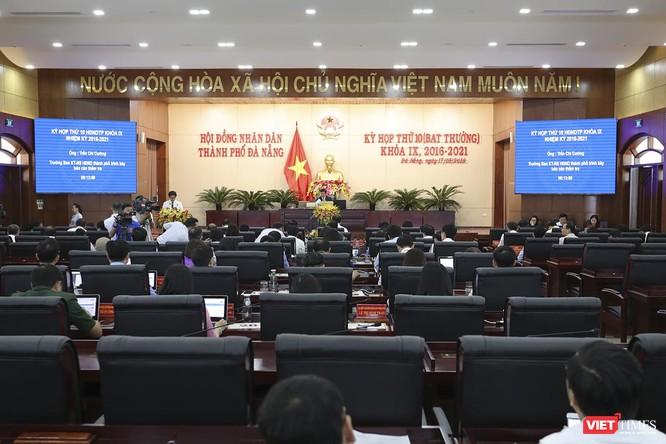 Sáng 17/5, HĐND TP Đà Nẵng khóa IX nhiệm kỳ 2016-2021 đã tiến hành kỳ họp thứ 10 (bất thường) để thông qua nhiều nội dung và tiến hành hợp nhất 3 văn phòng Đoàn ĐBQH-HĐND-UBND TP.