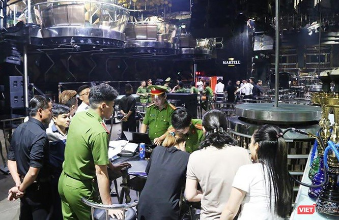 Kinh doanh rượu lậu: Chủ vũ trường New Phương Đông bị phạt 60 triệu đồng ảnh 1