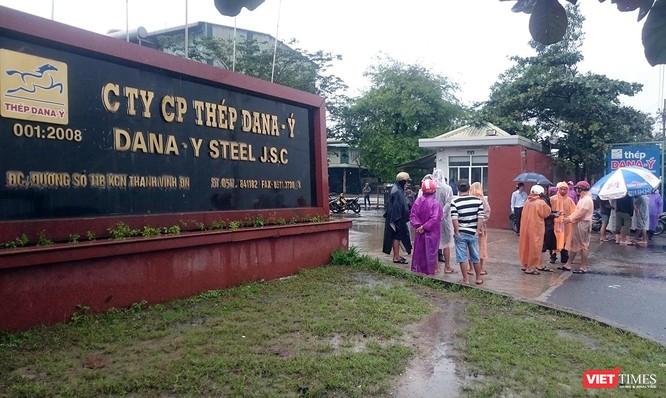 Người dân bao vây nhà máy thép Dana Ý