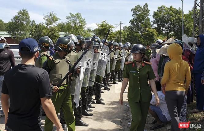 Đà Nẵng huy động cảnh sát hộ tống xe vận chuyển rác vào bãi rác Khánh Sơn ảnh 1