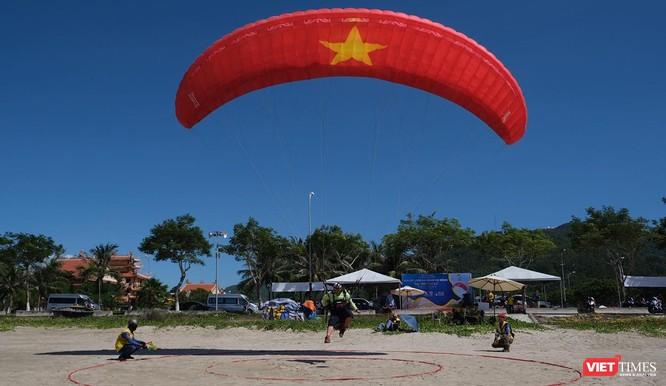 """Ngắm những cánh dù """"Bay trên Tiên Sa"""" ở Đà Nẵng ảnh 11"""