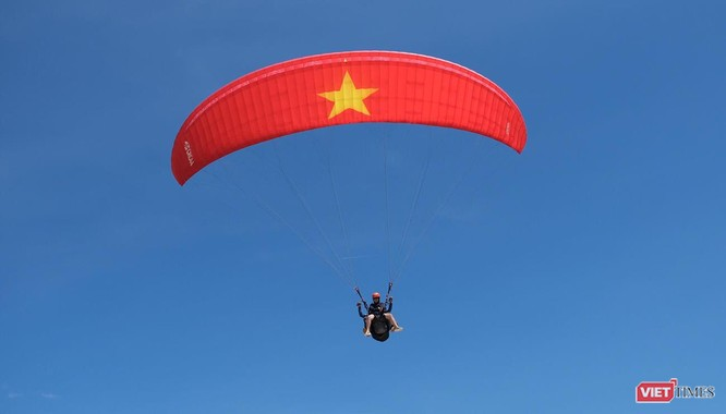 """Ngắm những cánh dù """"Bay trên Tiên Sa"""" ở Đà Nẵng ảnh 18"""