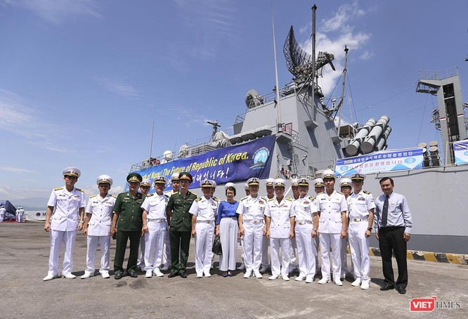 Đội tàu khu trục Hải quân Hàn Quốc chính thức thăm Đà Nẵng ảnh 28