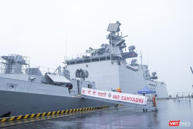 Cận cảnh chiến hạm tàng hình đa nhiệm Hải quân Ấn Độ ở Đà Nẵng ảnh 10