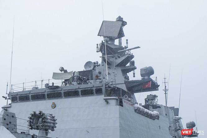 Cận cảnh chiến hạm tàng hình đa nhiệm Hải quân Ấn Độ ở Đà Nẵng ảnh 9
