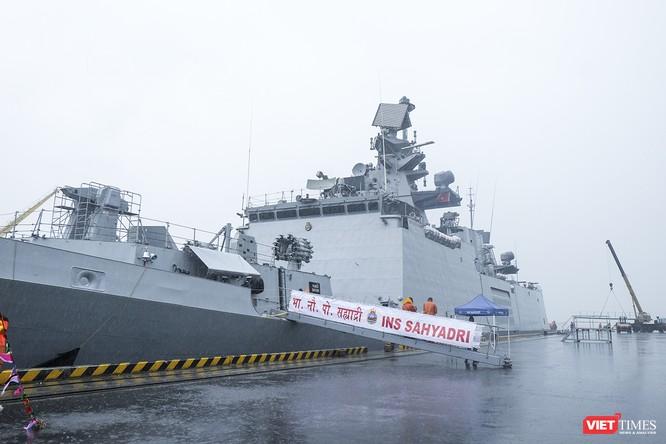 Cận cảnh chiến hạm tàng hình đa nhiệm Hải quân Ấn Độ ở Đà Nẵng ảnh 8