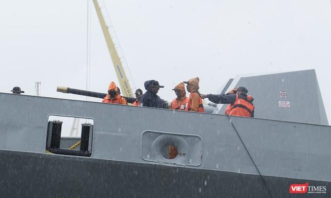 Cận cảnh chiến hạm tàng hình đa nhiệm Hải quân Ấn Độ ở Đà Nẵng ảnh 7