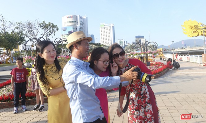 Đà Nẵng: Đến đường hoa Bạch Đằng, thấy Tết Canh Tý đang về rất gần ảnh 6