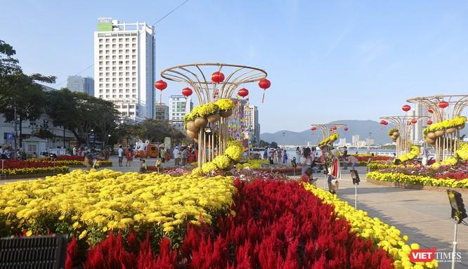 Đà Nẵng: Đến đường hoa Bạch Đằng, thấy Tết Canh Tý đang về rất gần ảnh 1