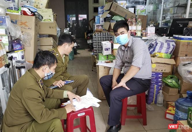 """Đà Nẵng: Xử lý một cửa hàng bán khẩu trang, nước sát trùng """"chặt chém"""" ảnh 1"""