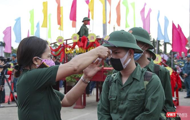 Đà Nẵng: 100% thanh niên nhập ngũ được kiểm tra dịch tễ, đo thân nhiệt trong ngày tuyển quân ảnh 5