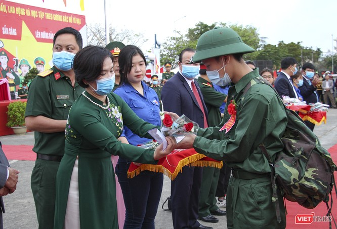 Đà Nẵng: 100% thanh niên nhập ngũ được kiểm tra dịch tễ, đo thân nhiệt trong ngày tuyển quân ảnh 3