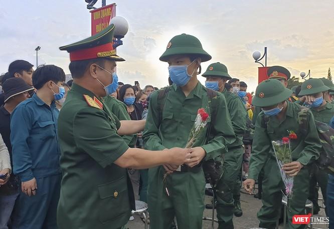 Đà Nẵng: 100% thanh niên nhập ngũ được kiểm tra dịch tễ, đo thân nhiệt trong ngày tuyển quân ảnh 6