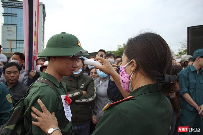 Đà Nẵng: 100% thanh niên nhập ngũ được kiểm tra dịch tễ, đo thân nhiệt trong ngày tuyển quân ảnh 7