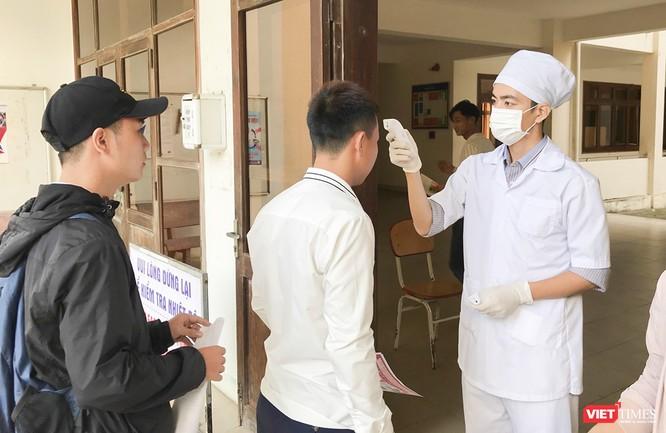 Ảnh: Ngày đầu sinh viên ở Đà Nẵng đến trường sau 4 tuần nghỉ phòng dịch COVID-19 ảnh 2