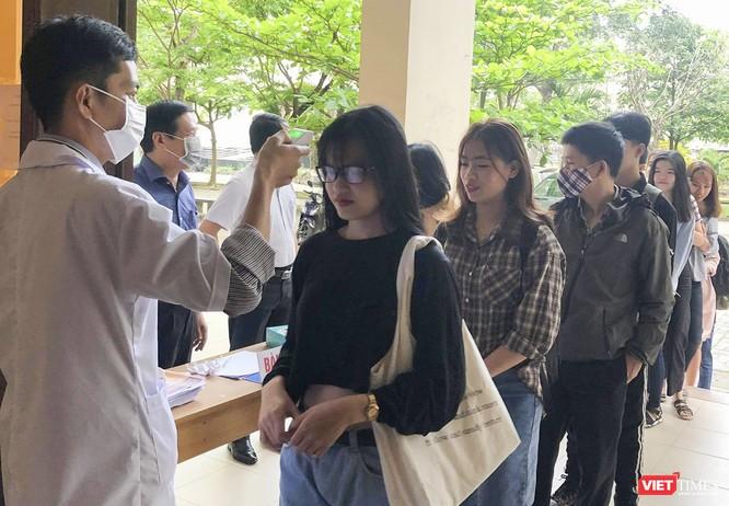 Ảnh: Ngày đầu sinh viên ở Đà Nẵng đến trường sau 4 tuần nghỉ phòng dịch COVID-19 ảnh 7