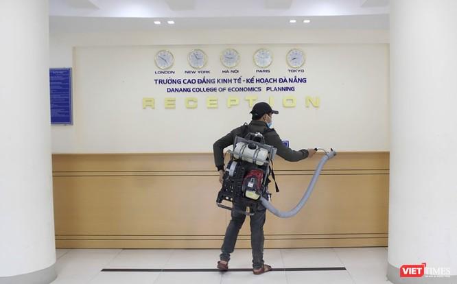 Ảnh: Ngày đầu sinh viên ở Đà Nẵng đến trường sau 4 tuần nghỉ phòng dịch COVID-19 ảnh 12