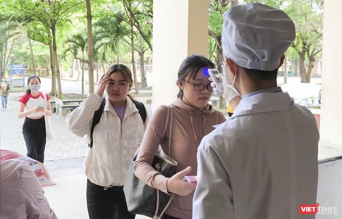 Ảnh: Ngày đầu sinh viên ở Đà Nẵng đến trường sau 4 tuần nghỉ phòng dịch COVID-19 ảnh 3