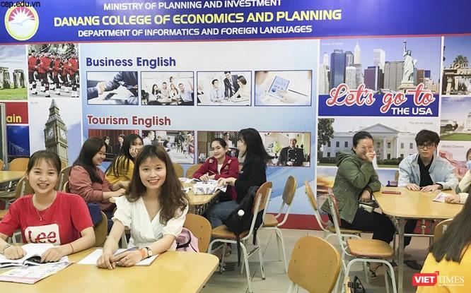 Ảnh: Ngày đầu sinh viên ở Đà Nẵng đến trường sau 4 tuần nghỉ phòng dịch COVID-19 ảnh 8