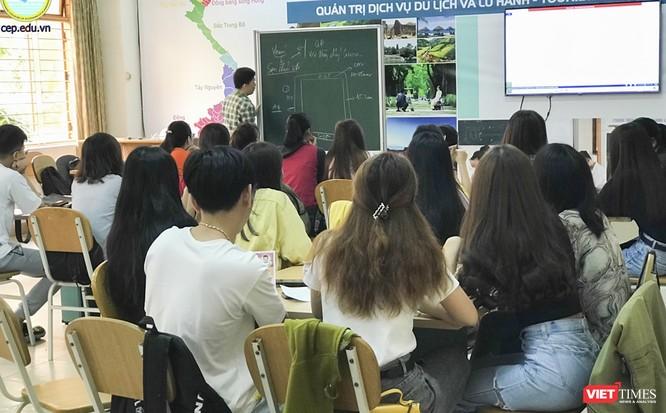 Ảnh: Ngày đầu sinh viên ở Đà Nẵng đến trường sau 4 tuần nghỉ phòng dịch COVID-19 ảnh 9