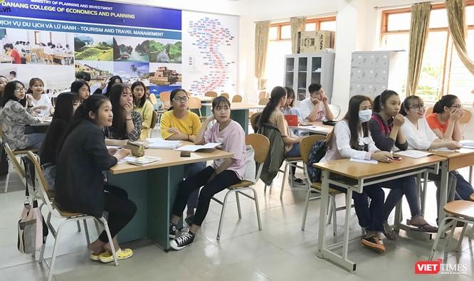Ảnh: Ngày đầu sinh viên ở Đà Nẵng đến trường sau 4 tuần nghỉ phòng dịch COVID-19 ảnh 10