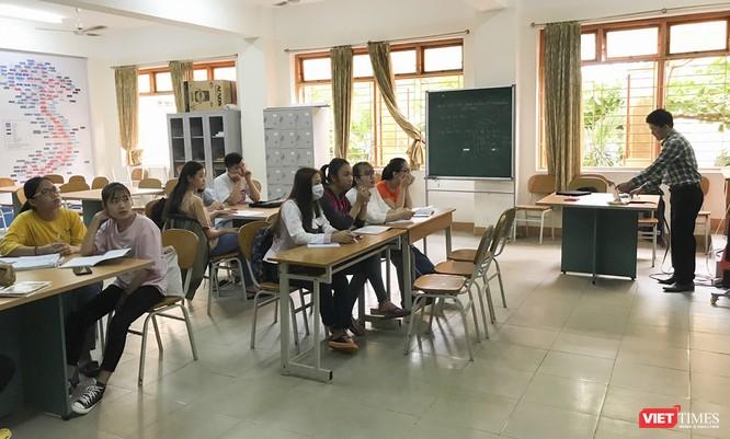 Ảnh: Ngày đầu sinh viên ở Đà Nẵng đến trường sau 4 tuần nghỉ phòng dịch COVID-19 ảnh 11
