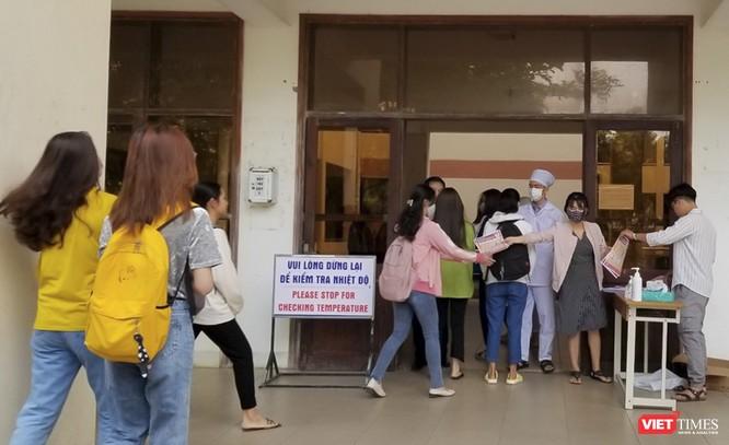 Ảnh: Ngày đầu sinh viên ở Đà Nẵng đến trường sau 4 tuần nghỉ phòng dịch COVID-19 ảnh 5
