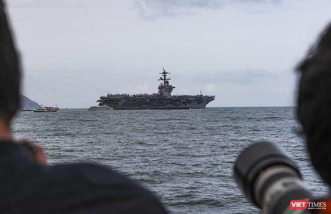 Cận cảnh sức mạnh tàu sân bay USS Theodore Roosevelt của Hải quân Hoa Kỳ ở Đà Nẵng ảnh 1