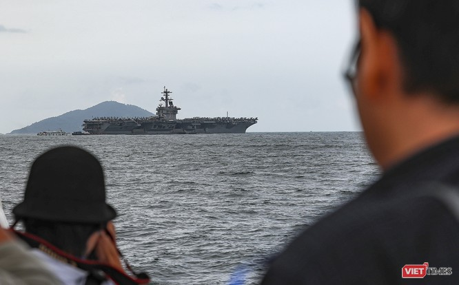 Cận cảnh sức mạnh tàu sân bay USS Theodore Roosevelt của Hải quân Hoa Kỳ ở Đà Nẵng ảnh 2