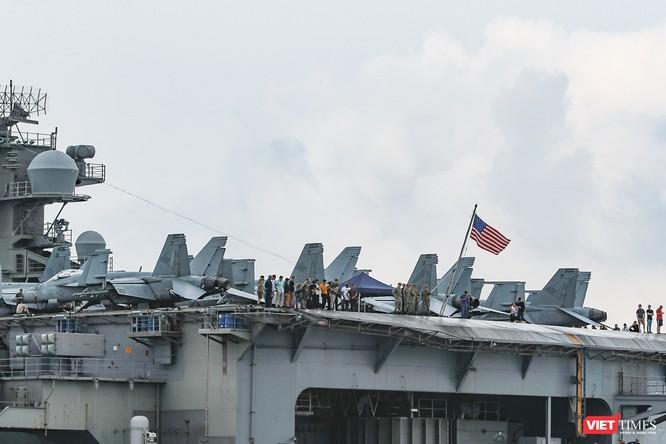 Cận cảnh sức mạnh tàu sân bay USS Theodore Roosevelt của Hải quân Hoa Kỳ ở Đà Nẵng ảnh 11