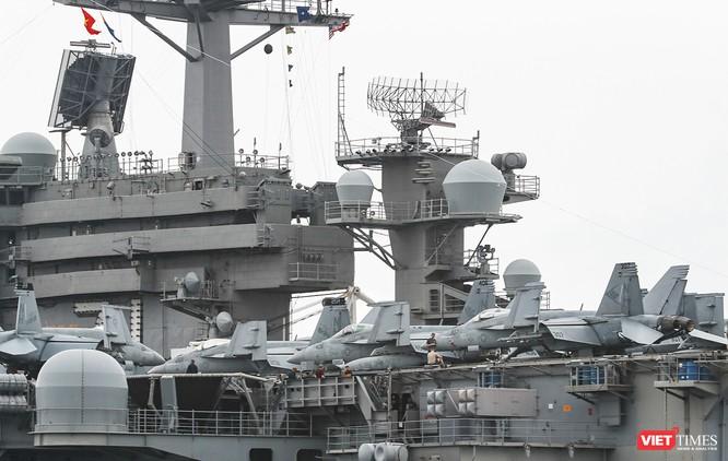 Cận cảnh sức mạnh tàu sân bay USS Theodore Roosevelt của Hải quân Hoa Kỳ ở Đà Nẵng ảnh 12