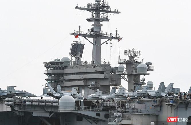 Cận cảnh sức mạnh tàu sân bay USS Theodore Roosevelt của Hải quân Hoa Kỳ ở Đà Nẵng ảnh 13
