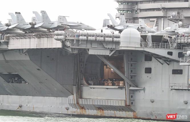 Cận cảnh sức mạnh tàu sân bay USS Theodore Roosevelt của Hải quân Hoa Kỳ ở Đà Nẵng ảnh 14