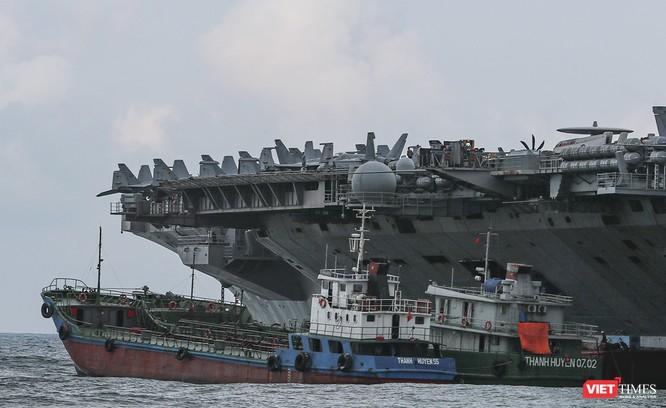 Cận cảnh sức mạnh tàu sân bay USS Theodore Roosevelt của Hải quân Hoa Kỳ ở Đà Nẵng ảnh 15