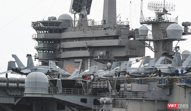Cận cảnh sức mạnh tàu sân bay USS Theodore Roosevelt của Hải quân Hoa Kỳ ở Đà Nẵng ảnh 16