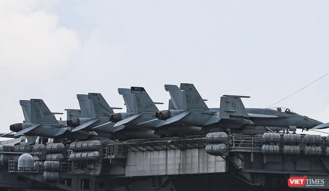 Cận cảnh sức mạnh tàu sân bay USS Theodore Roosevelt của Hải quân Hoa Kỳ ở Đà Nẵng ảnh 17