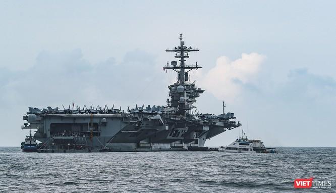 Cận cảnh sức mạnh tàu sân bay USS Theodore Roosevelt của Hải quân Hoa Kỳ ở Đà Nẵng ảnh 7